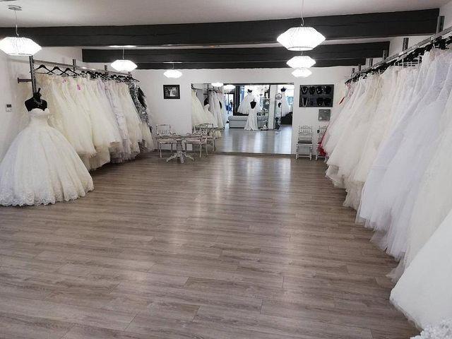 Alliance, tenue de mariage : robe de marié