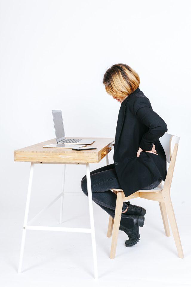 pr venir un mal de dos postures pour le poste de travail. Black Bedroom Furniture Sets. Home Design Ideas